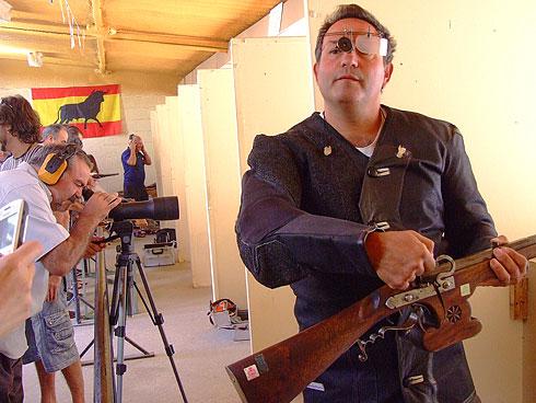 Exhibición de tiro con fusil de mecha