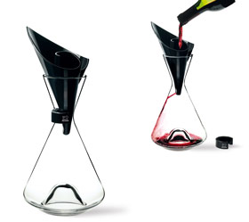 Dispositivo para el trasvase suave y pausado del vino al decantador