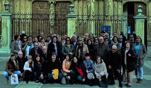 Foto de grupo ante la catedral de León