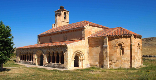 Vista general de la iglesia románica de Duratón