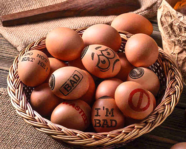 Dibujos propuestos para advertir qué huevos no resulta aconsejable consumir