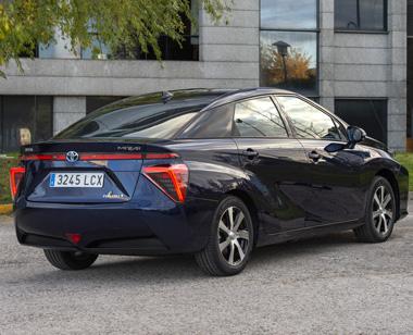Vista posterior del Toyota Mirai Fuel Cell