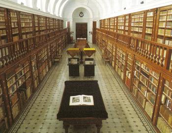 Vista general de la sala principal de la famosa Biblioteca del Monasterio de La Vid