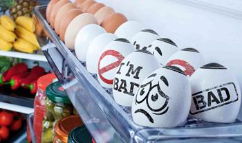 Nada más abrir la nevera salta a la vista qué huevos no debemos utilizar