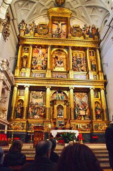 Ante el retablo de la Iglesia de San Miguel de Valladolid