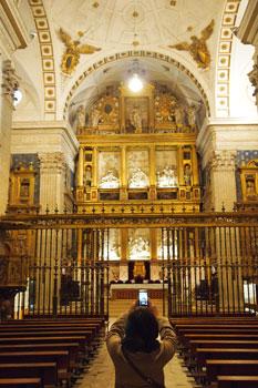 Maravilloso retablo en alabastro de la Colegiata de San Luis en Villagarcía de Campos