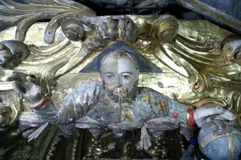 El busto de Dios Padre antes de ser restaurado