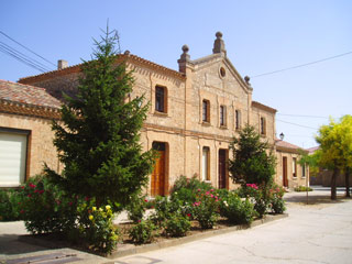 Edificio de las antiguas escuelas de Vadocondes
