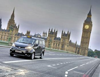 Taxi e-NV200 circulando por Londres