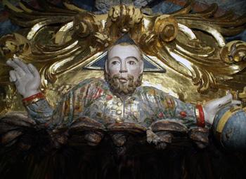 El busto de Dios Padre después de ser restaurado