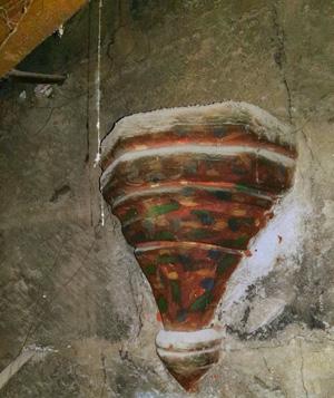 Sorpresa: una ménsula conserva su policromía original