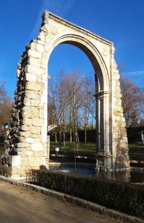 Arco del convento de Sancti Spiritus en el parque de la Virgen de las Viñas
