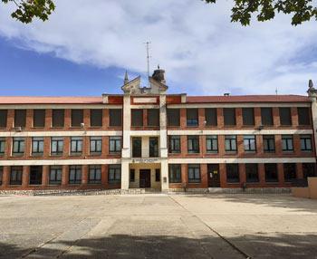 Centro Cívico. Fue Colegio Municipal. Su patio se convertirá en plaza pública para el Barrio