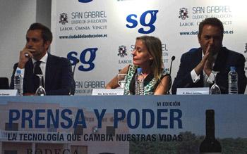 De izquierda a derecha de la imagen: Álvaro Zancajo, Belén Molleda y Albert Castillón