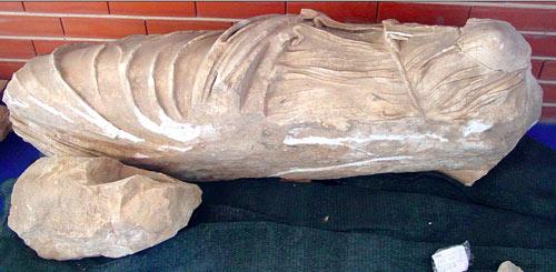 Fragmento central de la escultura en Clunia