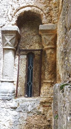 Ventana románica de la ermita de La Blanca (Pinillos de Esgueva)