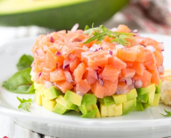 Tartar con salmón fresco y aguacate