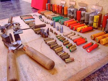 Parte de la munición exhibida