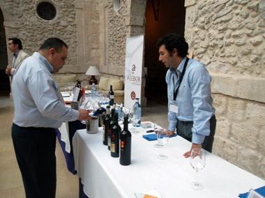 Importador Americano catando vinos