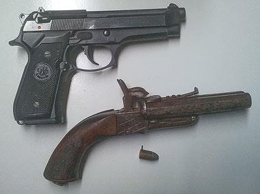 La mítica Beretta 92FS junto a una Lefaucheux
