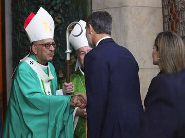 El Cardenal Juan José Omella junto a los reyes Felipe VI y Letizia
