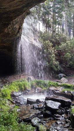 Cascada cueva serena. Duruelo de la Sierra, Soria