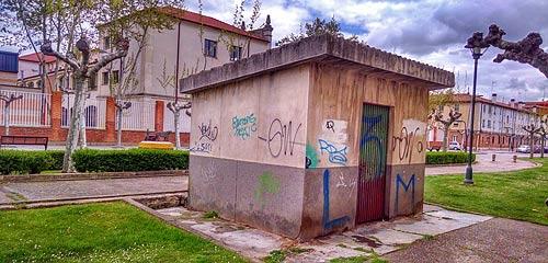 Caseta de la antigua báscula en la Avda. Burgos