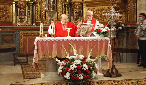 Concelebrando con el párroco de Vadocondes