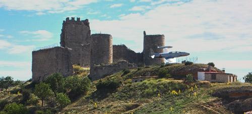 Detalle del avión que estaba junto al castillo