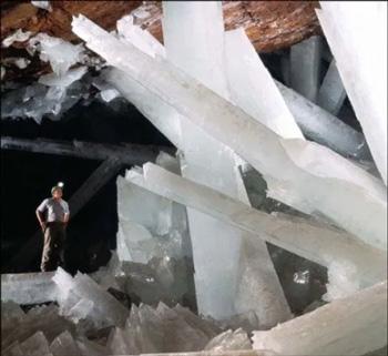 Cueva de Cristales Gigantes (México)