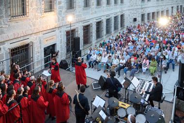Iberian & Klavier y  Atlántida Chamber Orquesta