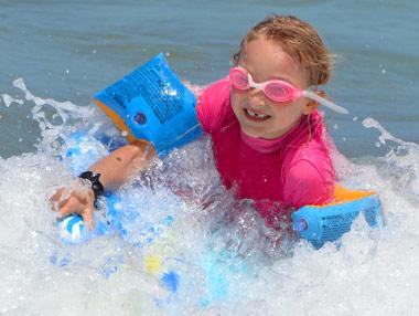Resguardar los ojos de la radiación ultravioleta con gafas de sol