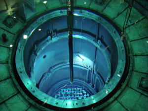 Momento de recarga del reactor de la central de Garoña