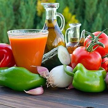Ingredientes para elaborar gazpacho tradicional