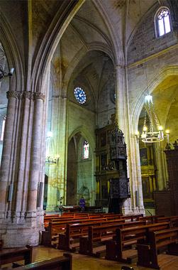 Interior de Santa María la Real. Vistas de la nave central