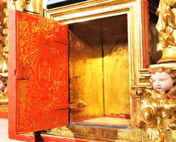 Interior de la puerta del Sagrario