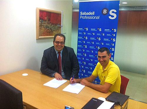 De izquierda a derecha: D. Jose Ignacio Delgado Antón, Director Oficina de Banco Sabadell de Aranda de Duero y D.Jorge Bermejo, Presidente de JEARCO.