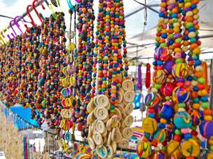 Puestos del mercado hippie