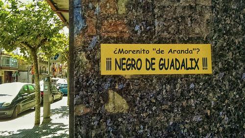 Fotografía: ArandaHOY.com | Pegatinas en calle Valdolé con Avenida Castilla