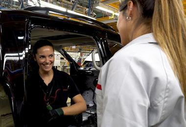Trabajadoras de Nissan