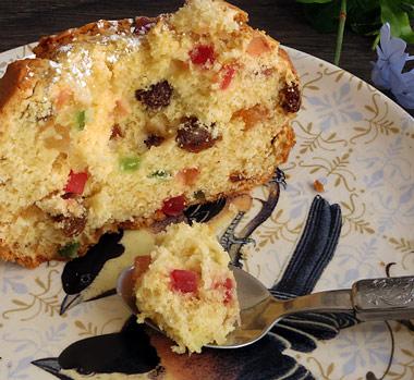 Plum cake con frutas del bosque