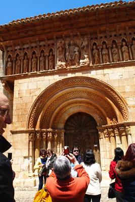 Espectacular fachada románica de la Iglesia de Moarves de Ojeda