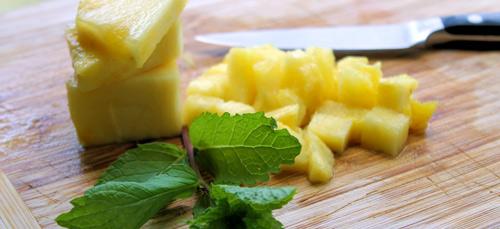 La piña es una fruta poco calórica