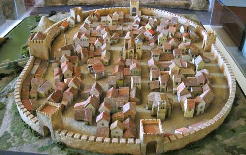 Plano de Aranda realizado en 1503. Se constituye como el mapa urbano más antiguo de España