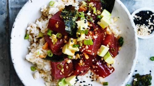 Poké: ensalada hawaiana de pescado crudo