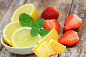 Piel grasa: fresas, piña, limón