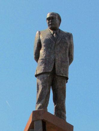 Estatua de Jordi Pujol en Premià de Dalt