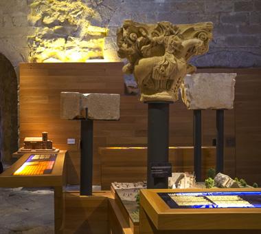 Piezas ya colocadas en una de las salas del Rom