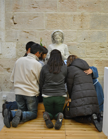 Rezando en La Aguilera con una familia de antiguos alumnos del colegio Sagrada Familia