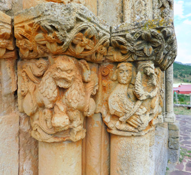 Pórtico de la iglesia de Rebolledo de la Torre (Burgos)
